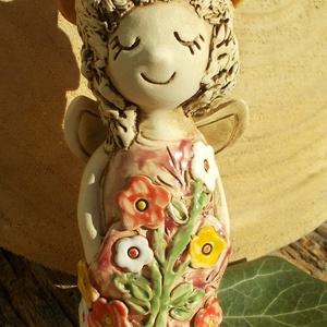 Virágtündér, Művészet, Szobor, Kerámia, Kerámia, Szobrászat, Fehérre égő agyagból ,korongozással készítettem ezt a szendén mosolygó  tündérkét. A ruháját tarka v..., Meska