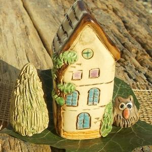 Magas ház tujával baglyocskával, Otthon & Lakás, Ház & Kert, Kerti dísz, Kerámia, Szobrászat, Az apró házikók mindig elvarázsolnak,akár fából,akár kerámiából készülnek.Otthonosak,bájosak,szeretn..., Meska