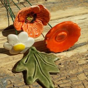 Mezei virágok, Otthon & Lakás, Dekoráció, Kerámia, Fehérre égő agyagból készítettem ezt a levelet,virágokat .  Mázazott,kétszer égetett kerámiák\nA piro..., Meska