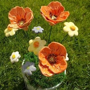 Mezei virágok, Otthon & Lakás, Dekoráció, Kerámia, Fehérre égő agyagból készítettem ezeket a virágokat .  Mázazott,kétszer égetett kerámiák,\na  pipacs ..., Meska