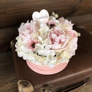 Anyák napi virágbox, virágdoboz, Otthon & Lakás, Dekoráció, Asztaldísz, Virágkötés, Papír dobozba készült virágdoboz, kér, fehér, rózsaszín színvilágban. Mamának szóló kis táblával...., Meska