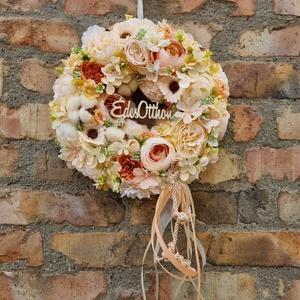 Pasztell ajtódísz, kopogtató, Otthon & Lakás, Dekoráció, Ajtódísz & Kopogtató, Virágkötés, Szalma alapra készült, leti virágos kopogtató. Csodás pasztell sárga, és barack színű virágokkal. Ké..., Meska