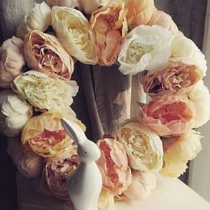 Óriás virágos ajtódísz, Lakberendezés, Otthon & lakás, Ajtódísz, kopogtató, Koszorú, Mindenmás, Nagy méretű, kb. 39-40 cm átmérőjű romantikus hangulatú ajtódíszek. Minden boglárkás, selyemvirágos ..., Meska