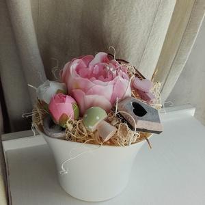 Rózsaszín asztaldísz- Rózsaszín jegyében..., Lakberendezés, Otthon & lakás, Asztaldísz, Dekoráció, Dísz, Mindenmás, Ajánlhatjuk névnapra, születésnapra?\nAprócska ( 10x14 cm), műanyag kaspóba épített, rózsaszín hangul..., Meska