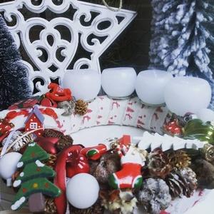 Vidám, téli adventi koszorú, Otthon & lakás, Lakberendezés, Asztaldísz, Koszorú, Dekoráció, Ünnepi dekoráció, Karácsony, Karácsonyi dekoráció, Virágkötés, Vidám színekkel készített, adventi koszorú mérete kb. 29 cm átmérő.\n, Meska
