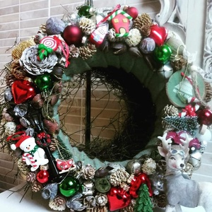 Adventi koszorú- Klasszikus színekben, Otthon & Lakás, Dekoráció, Ajtódísz & Kopogtató, Virágkötés, Szereted a klasszikus, karácsony hangulatát idéző darabokat ?\nMit szólsz, egy kb. 34 cm átmérőjű, vi..., Meska