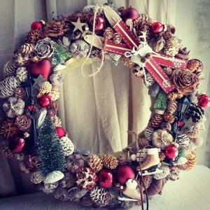 Adventi kopogtató, Karácsony & Mikulás, Karácsonyi kopogtató, Virágkötés, Adventi ajtódísz, \nBevont alapra készült, kb. 32 cm átmérővel, üveggömbökkel, termésekkel, fa kiegés..., Meska