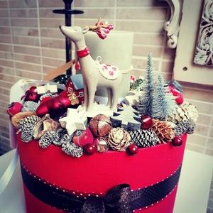 Adventi box- Mese a szarvasról, Karácsony & Mikulás, Adventi koszorú, Virágkötés, Vidám, mesés, adventi box.\n\nMérete: kb. 25x30 cm, Meska