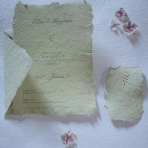 kis ágas, Esküvő, Meghívó & Kártya, Meghívó, Újrahasznosított alapanyagból készült termékek, Papírművészet, Esküvői meghívó, mohazöld merített papíron dombor nyomott mintával.\nDombor neve: ágacska\n\nA papír:\nS..., Meska