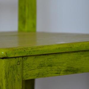 zöld szék, Bútor, Otthon & lakás, Szék, fotel, Festett tárgyak, Újrahasznosított alapanyagból készült termékek, Fenyő fából készült szék, lecsiszoltam a régi festéket és ecsettel zöldre festettem olaj festékkel r..., Meska