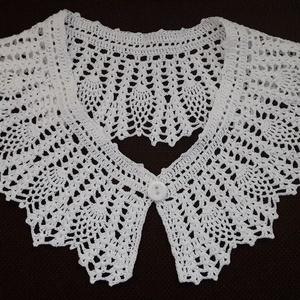 Horgolt gallér ananász mintával, Póló, felső, Női ruha, Ruha & Divat, Horgolás, Nagy divatja van újra a horgolt csipkéknek, ezért csináltam ezt a gallért.Az egyszerű ruhát vagy pul..., Meska