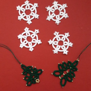 Karácsonyfadísz/hópehely hajócsipke, Otthon & lakás, Dekoráció, Ünnepi dekoráció, Karácsonyi, adventi apróságok, Ajándékkísérő, Karácsonyfadísz, Karácsonyi dekoráció, Csipkekészítés, A hópelyhek a tél pillangói, a karácsony hírnökei, hiszen úgy szép a karácsony, ha fehér.\nEzeket a s..., Meska