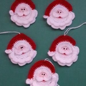 Horgolt Mikulás fejek /karácsonyfadísz, Otthon & lakás, Dekoráció, Ünnepi dekoráció, Karácsony, Karácsonyi dekoráció, Horgolás, Vidám Mikulás fejeket horgoltam akár Mikulás,akár karácsony ünnepére. Jól mutat a Mikulás zsákon, ka..., Meska