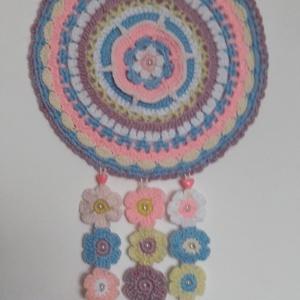 Horgolt mandala falikép gyerekszobába, Mandala, Dekoráció, Otthon & Lakás, Horgolás, Egyedi tervezés alapján készült ez a sokszínű, vidám, hangulatos horgolt mandala, melyet elsősorban ..., Meska