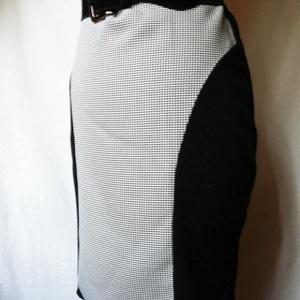 Chanel szoknya, Táska, Divat & Szépség, Női ruha, Ruha, divat, Szoknya, Varrás, Klasszikus kedvenc a tyúklábmintás szövet anyag. Ezt most fekete pamut anyaggal kombináltam, így szü..., Meska