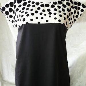 Mary Poppins női felső, Ruha, Női ruha, Ruha & Divat, Varrás, Kedves, bájos és fiatalos felső. Teteje fekete-fehér pöttyös taft, alja fekete pamut anyag. Lenge,el..., Meska