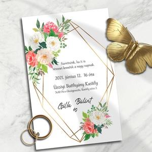 Esküvői meghívó arany geometrikus keret piros virágokkal, Esküvő, Meghívó, ültetőkártya, köszönőajándék, Otthon & lakás, Naptár, képeslap, album, Képeslap, levélpapír, Fotó, grafika, rajz, illusztráció, A modern, arany színű geometrikus keretek szögletességét piros és fehér akvarell virágokkal finomíto..., Meska