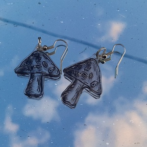 Gombás fülbevaló, Ékszer, Fülbevaló, Lógós kerek fülbevaló, Zsugorka, Zsugorfóliából készült saját mintás fülbevaló., Meska
