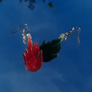 Piros, zöld tüzes fülbevaló, Ékszer, Fülbevaló, Lógó fülbevaló, Zsugorka, Zsugorfóliából készült fülbevaló., Meska