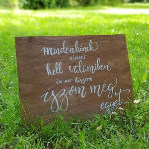 Kalligráf esküvői tábla - vicces idézettel, Esküvő, Dekoráció, Tábla & Jelzés, Festett tárgyak, Az esküvői dekoráció része a kalligráf tábla is, de a vicces vagy idézetes táblákat, akár otthonra i..., Meska