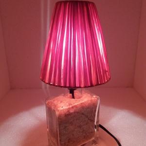 Terrakotta dísz-hangulat lámpa., Lakberendezés, Otthon & lakás, Lámpa, Asztali lámpa, Hangulatlámpa, Üvegművészet, Mindenmás, Téglalap üvegpalack kifúrva bevezetékelve, a vezeték kb 2m-es billenő kapcsolóval ellátott, E14-es f..., Meska