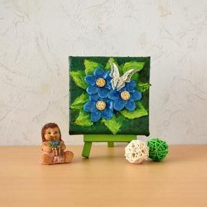 Pillangó kék virágokon - domborműves kép Paverpol-lal, Művészet, Más művészeti ág, Festészet, Egy ezüst, csipkés pillangó a kék virágokon pihent meg…\n\nPaverpol technikával készítettem ezt a 10 x..., Meska
