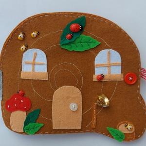 Csiguszka házikója, Játék & Gyerek, Textilkönyv & Babakönyv, Csiguszka kedves kis házikójában móka az élet!  Nézd csak meg alaposan  Csiguszka ujjbábként használ..., Meska