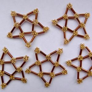 Barna-arany színű csillag gyöngydísz, Dekoráció, Otthon & lakás, Dísz, Ünnepi dekoráció, Karácsony, Gyöngyfűzés, gyöngyhímzés, Saját-készítésű barna-arany színű gyöngyből készült csillag. Felhasználható karácsonyfadíszként, ünn..., Meska