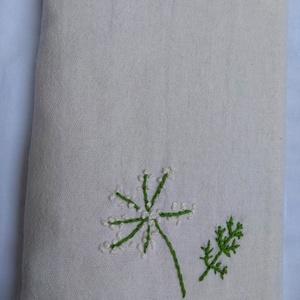 Kézi hímzéssel (vadmurok) díszített vászon könyvborító, Könyv- és füzetborító, Papír írószer, Otthon & Lakás, Hímzés, Varrás, Kézi hímzéssel (vadmurok) díszített, egyedi darab. Ez a könyvborító könyvhöz, füzethez, naplóhoz kés..., Meska