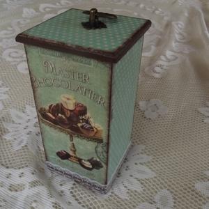 Vintage konyhai doboz tároló, Otthon & lakás, Konyhafelszerelés, Fűszertartó, Decoupage, transzfer és szalvétatechnika, Bájos tároló doboz cukorkának, aprósüteménynek, bonbonnak... \n\nMérete: 9*9*20cm.\n\nAlapozás után fehé..., Meska