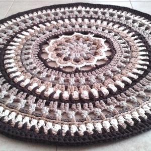 Mandala horgolt szőnyeg, Otthon & lakás, Lakberendezés, Lakástextil, Szőnyeg, Gyerek & játék, Gyerekszoba, Gyerekbútor, Horgolás, Egyedi kézműves termék, csak ez az 1 darab készült belőle !\n\nKülönleges mintával, újrahasznosított r..., Meska