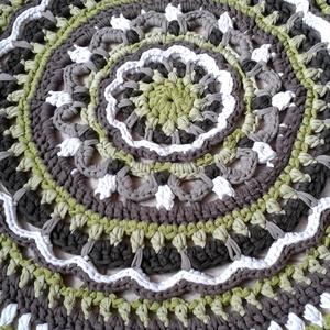 Virág mandala horgolt szőnyeg banánzöld csoki, Otthon & lakás, Lakberendezés, Lakástextil, Szőnyeg, Gyerek & játék, Gyerekszoba, Gyerekbútor, Horgolás, Egyedi kézműves termék, csak ez az 1 darab készült belőle !\n\nKülönleges mintával, újrahasznosított r..., Meska