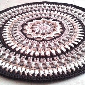 AKCIÓ! Mandala horgolt szőnyeg, Otthon & lakás, Lakberendezés, Lakástextil, Szőnyeg, Gyerek & játék, Gyerekszoba, Gyerekbútor, Horgolás, Egyedi kézműves termék, csak ez az 1 darab készült belőle !\n\nKülönleges mintával, újrahasznosított r..., Meska
