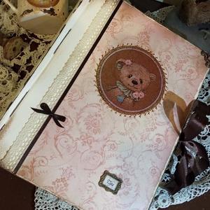 Macis fotóalbum kislányoknak , Naptár, képeslap, album, Otthon & lakás, Fotóalbum, Jegyzetfüzet, napló, Ballagás, Ünnepi dekoráció, Dekoráció, Papírművészet, Nosztalgia hangulatú fotóalbumot késztettem, 10x15-ös képeknek, melyekből 200 db -ot helyezhetsz az ..., Meska