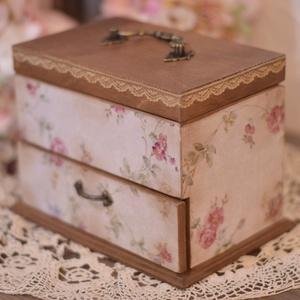 Romantikus, vintage fiókos ékszeres doboz , Ékszer, Ékszertartó, Dekoráció, Otthon & lakás, Ballagás, Ünnepi dekoráció, Decoupage, transzfer és szalvétatechnika, Rendelésre készült ez a romantikus ékszeres doboz. Ha te is szeretnél hasonlót akkor minták miatt ké..., Meska