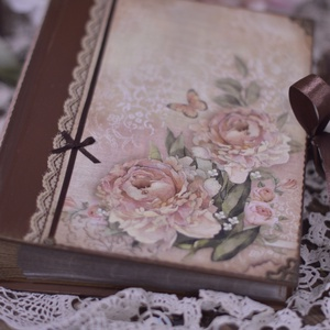 Vintage fotóalbum szépséges képekkel., Naptár, képeslap, album, Otthon & lakás, Fotóalbum, Papírművészet, Nosztalgia hangulatú fotóalbumot késztettem, 10x15-ös képeknek, melyekből 200 db -ot helyezhetsz az ..., Meska