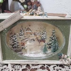 Karácsonyi mesedoboz erdei , Karácsonyi dekoráció, Karácsony & Mikulás, Otthon & Lakás, Decoupage, transzfer és szalvétatechnika, Karácsonyi mesedoboz erdei változatban. Fenyőkkel, táblával, kispaddal a besejében.  Méretei: 21x16x..., Meska