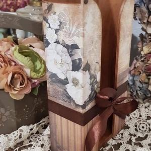 Rózsás papírzsepkendő tartó, Otthon & lakás, Lakberendezés, Decoupage, transzfer és szalvétatechnika, Álló papírzsepi tartó, 100 db zsepit tudsz belehelyezni, rózsás mintával. \nMás színekkel mintákkal i..., Meska
