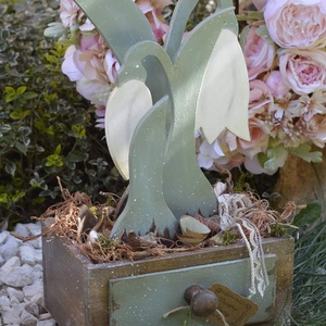 Hóvirágos ládika, Láda, Tárolás & Rendszerezés, Otthon & Lakás, Festett tárgyak, Hóvirágos ládika, kézzel festett ládával, és virágokkal, valamint hozzá illő díszítéssel. \nA láda ké..., Meska
