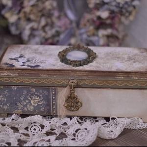 Romantikus,  ékszeres doboz , Ékszer, Ékszertartó, Otthon & lakás, Dekoráció, Ünnepi dekoráció, Ballagás, Decoupage, transzfer és szalvétatechnika, Rendelésre készült ez a romantikus ékszeres doboz. Ha te is szeretnél hasonlót akkor minták miatt ké..., Meska