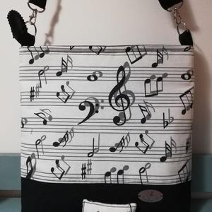 A zene az egy szerelem..... muzikalitáska, Táska & Tok, Kézitáska & válltáska, Válltáska, Varrás, Jól pakolható, kottás és fekete dekor textilből készült válltáska, mindennapi használatra. A tetején..., Meska