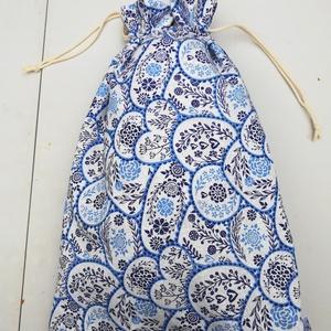 Szivecskés kék-fehér kenyeres zsák,  bélelt, NoWaste, Textilek, Textil tároló, Varrás, Len jellegű pamut anyagból készítettem ezt a bélelt kenyeres zsákot. \nSzivecskés és virágos.\nBőven b..., Meska