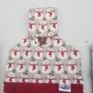 Sok kicsi hóember..... konyhai törlő, Otthon & Lakás, Konyhafelszerelés, Konyharuha & Törlőkendő, Varrás, Apró hóemberes anyagból készült a felsőrész alja jó minőségű frottír.\nMérete: 48 x 40 cm.\nGombbal rö..., Meska