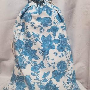 Kék rózsás kenyeres zsák,  bélelt, Konyhafelszerelés, Otthon & lakás, Kenyértartó, NoWaste, Varrás, Dekor vászonból készítettem ezt a vászonnal bélelt kenyeres zsákot.\nBőven belefér 1 kg kenyér. Saját..., Meska
