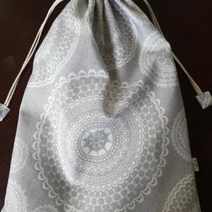 Mandala mintás kenyeres zsák,  bélelt, UTOLSÓ darab, Konyhafelszerelés, Otthon & lakás, Kenyértartó, NoWaste, Varrás, Mandala mintás szürke-fehér dekor vászonból készítettem ezt a bélelt kenyeres zsákot. Éppen belefér ..., Meska
