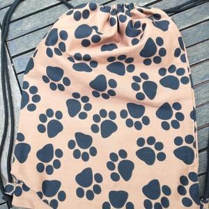 Kutya tappancsok....... hátizsák, tornazsák, Gymbag, Hátizsák, Táska & Tok, Varrás, Barna-fekete, vastagabb dekor vászonból készült. \nMérete: cca: 32 x 45 cm\n\nSzemélyes átvétel Kispest..., Meska