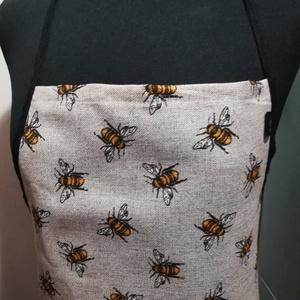 Méhecskék......... kötény, Otthon & lakás, Konyhafelszerelés, Kötény, Férfiaknak, Legénylakás, Konyhafőnök kellékei, Varrás, Vastagabb dekor vászonból készítettem. A minta méhecske. \nTermékeim között találsz hozzá edényfogó k..., Meska