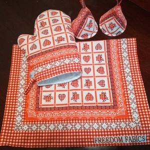 Piros kockás szívecskés konyha ruha és edényfogó kesztyű szett, Otthon & lakás, Konyhafelszerelés, Edényfogó, Varrás, Piros kockás szívecskés pamutvászonból készítettem ezt a szettet, mely tartalmaz\n1 db kesztyűt és 2 ..., Meska