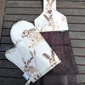 Nyulam, bulam.......edényfogó kesztyű és konyhai törlő, szett, Otthon & Lakás, Konyhafelszerelés, Edényfogó & Edényfedő, Varrás, Loneta dekor textilből készítettem, elől nyuszkók, hátul barna-fehér pöttyös.\n200-as vlies-zel bélel..., Meska