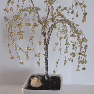 Peridot ásványfa, Otthon & Lakás, Dekoráció, Dísztárgy, Gyöngyfűzés, gyöngyhímzés, Peridot fa. 300 db. pici törmelékköves (0,3-0,5 mm) Peridotból áll a fűzfa. 20 cm. magas és 13 cm. s..., Meska